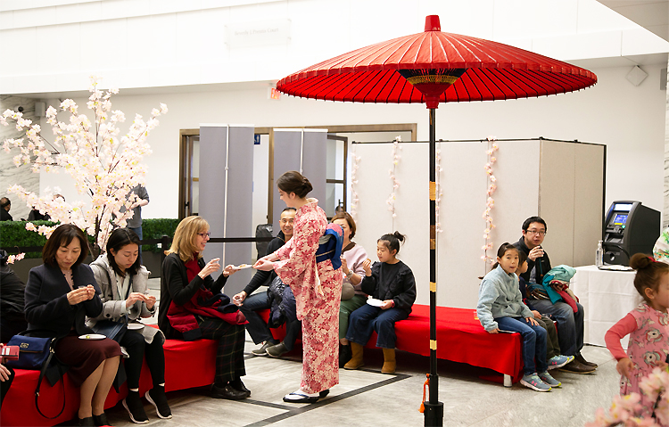 "Experience of Sencha and Japanese Sweets: High school students ""Sencha Girls"" have equipped the Japanese style movements with wearing Kimono. Well done!"